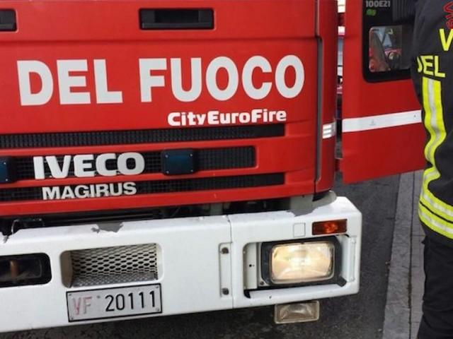 Caldarola, fiamme in una villetta: provvidenziale intervento dei Vigili del Fuoco