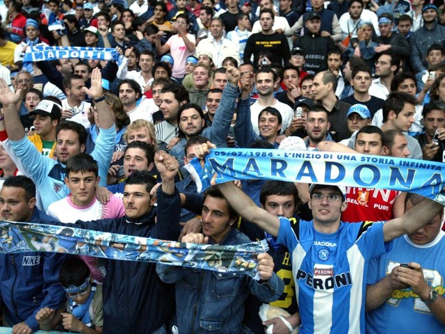 """""""Mattarella non firmare"""", il mistero del tweet del Napoli Calcio"""
