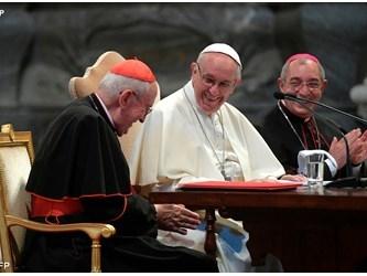 """Una Chiesa solida in una società """"gassosa"""". Papa Francesco in Laterano a """"Roma: la Chiesa nella Città"""""""