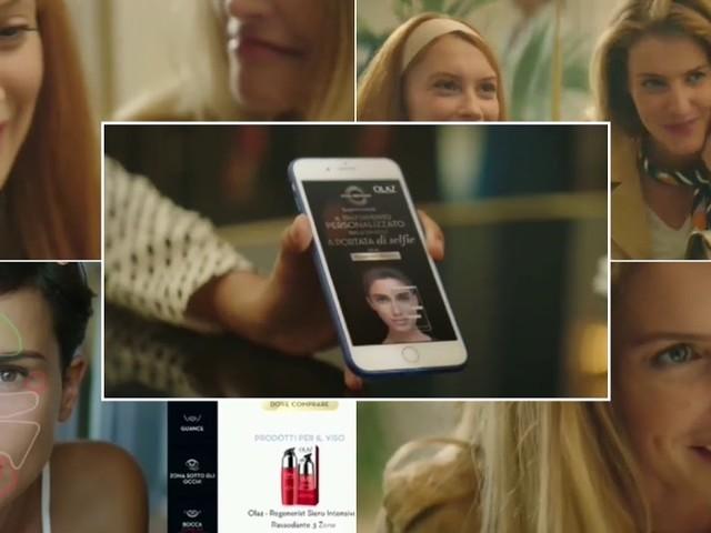 Le tre modelle della pubblicità Olaz Skin Advisor scatta un selfie
