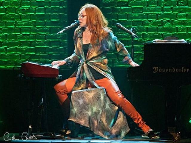 Tori Amos: pianoforte, capelli rossi e grandi canzoni