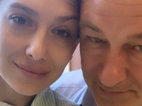 """Il triste annuncio di Hilaria Baldwin: """"Ho perso la mia bambina di 4 mesi"""""""