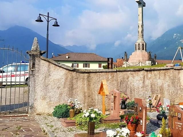 Furti al cimitero santa Croce di Bleggio: vicini all'identificazione del colpevole