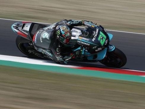 DIRETTA MotoGP, GP Misano 2 LIVE: si riparte, Valentino Rossi deve cambiare marcia
