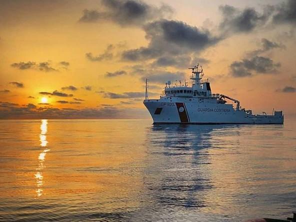 Naufragio a Lampedusa, recuperati 22 migranti e 2 cadaveri