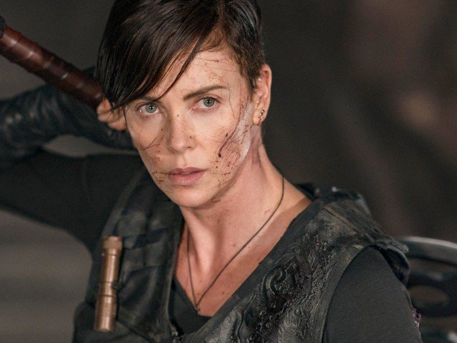 "Charlize Theron, guerriera immortale e tormentata in ""The Old Guard"""