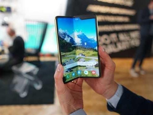 Samsung Galaxy Fold: in USA con 149$ riparerete lo schermo la prima volta
