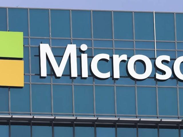 Microsoft, nuovo brevetto di un device pieghevole