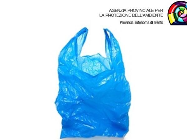 La commercializzazione di borse di plastica irregolari e la confisca amministrativa