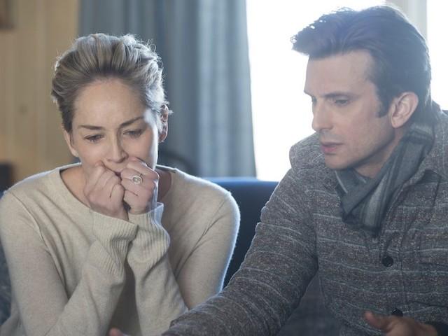 Mosaic: la serie tv di Soderbergh con Sharon Stone. Foto e trailer