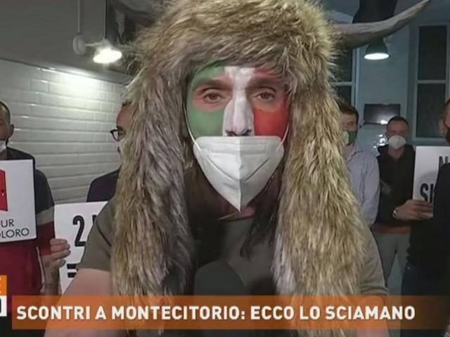 Scontri a Montecitorio, lo sciamano: 'No alla violenza ma siamo stati aggrediti'
