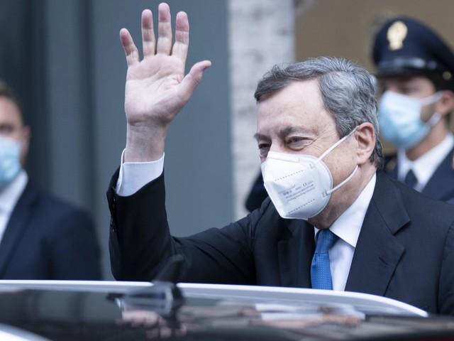 """Draghi all'Aquila per ricordare le vittime del terremoto. Polemica tra i familiari: """"Invitati all'ultimo momento, non ci andremo"""""""