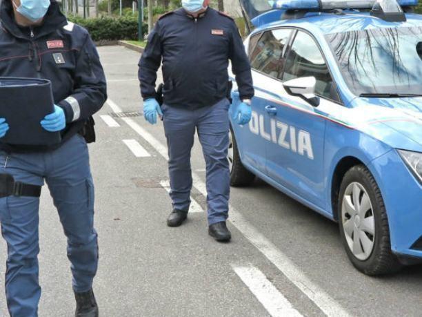 Cosenza, evade dagli arresti domiciliari. Arrestato 21enne all'Autolinee