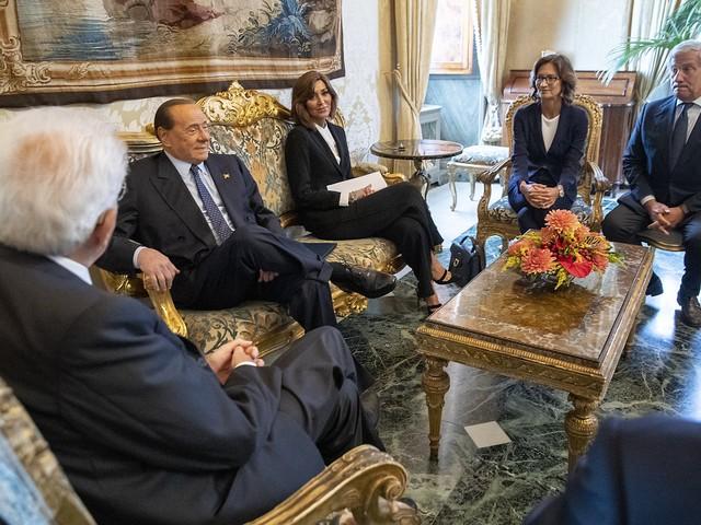 """Berlusconi non ha dubbi: """"Centrodestra o elezioni"""""""