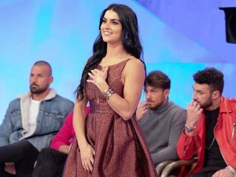 Uomini e Donne – La scelta streaming e diretta tv: ecco dove vedere gli speciali del programma di Maria De Filippi