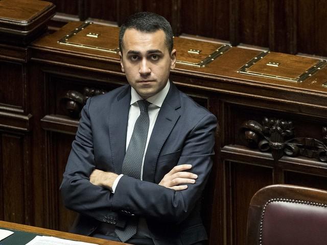 """Luigi Di Maio contro Bussetti: """"Si scusi, siamo noi del governo a doverci impegnare di più"""""""
