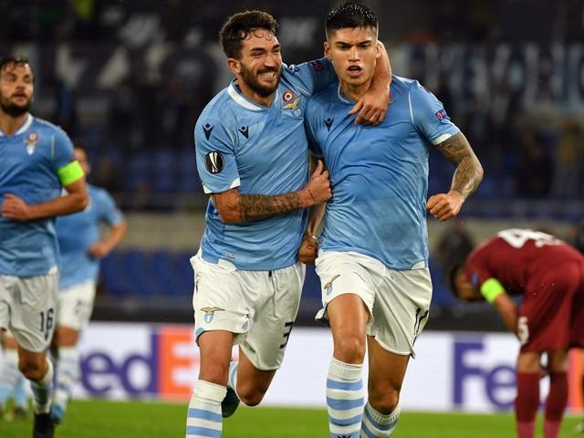 La Roma vince 3-0 in casa del Baseksehir. La Lazio stende 1-0 il Cluj e spera