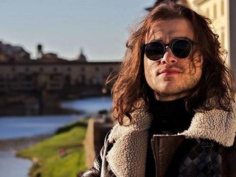 Video e testo de L'eternità è di chi sa volare di Dave Monaco dal Cantagiro a Sanremo 2018 tra lirica e pop