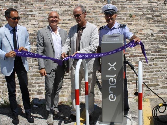 Macerata, inaugurata in viale Trieste la colonnina di ricarica per veicoli elettrici
