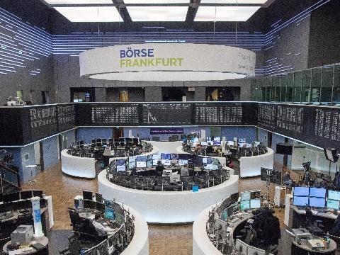 Borsa: Europa riduce calo, Milano -0,8%