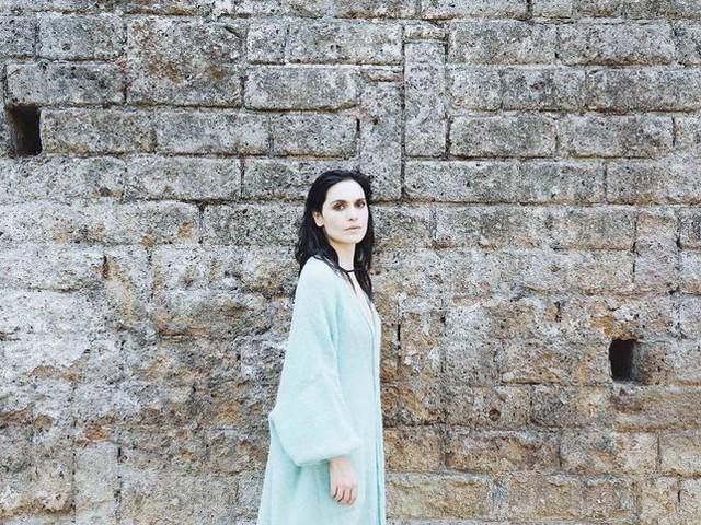 Erica Mou, 'Svuoto i cassetti' in versione #NoFilter - VIDEO