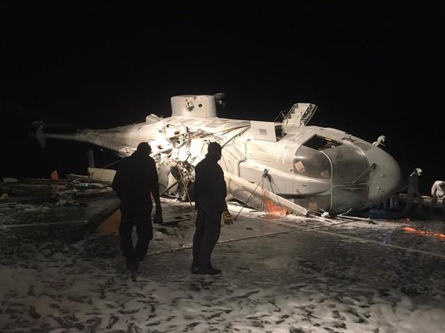 Un elicottero della Marina si rovescia sulla Caio Duilio