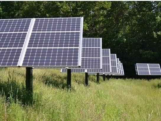 Come fa la transizione ecologica ad andare spedita se le istituzioni bloccano i pannelli solari?