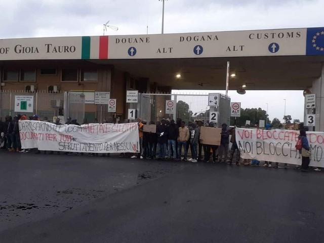 La rivolta dei migranti al Sud blocca il porto di Gioia Tauro