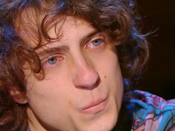 """Sangiovanni in lacrime rivive il suo percorso ad Amici 20: """"Così ho distrutto la mia corazza"""""""
