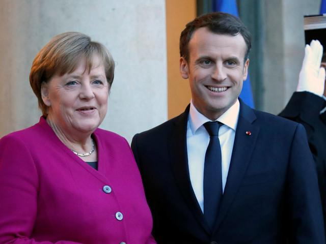 """Macron prova ad aiutare Merkel: """"Per riformare l'Ue abbiamo bisogno di una Berlino stabile"""""""