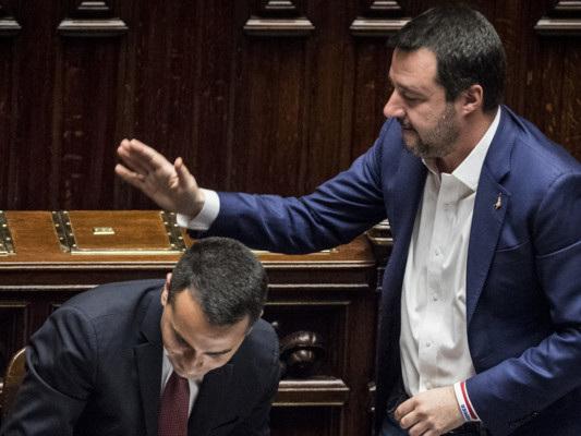 M5s vuole avvicinarsi al Pd o solo allontanarsi da Salvini? Un paio di analisi