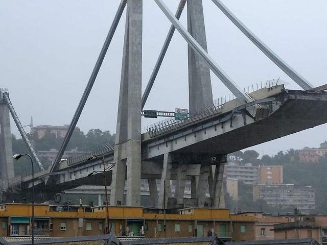 Crollo Genova, Di Maio contro società Autostrade: 'Chi ha sbagliato pagherà'