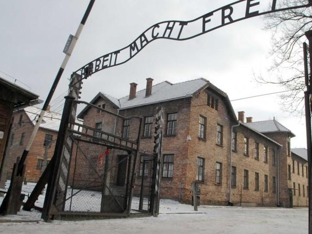 Predappio, Comune nega fondi per viaggio ad Auschwitz: 'Treno della Memoria di parte'