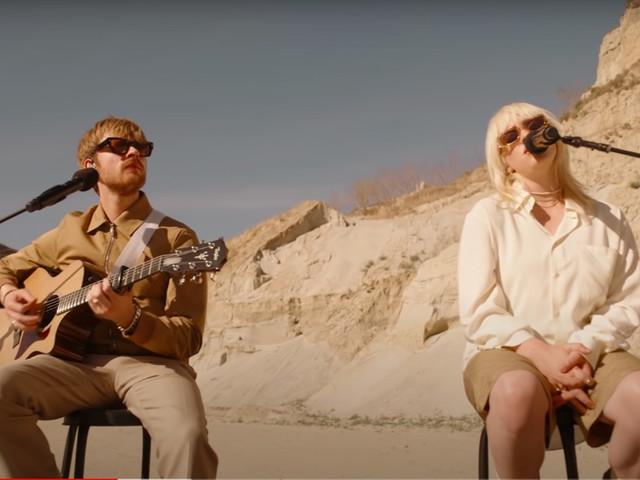 Billie Eilish suona 'Your Power' live nel deserto: il video
