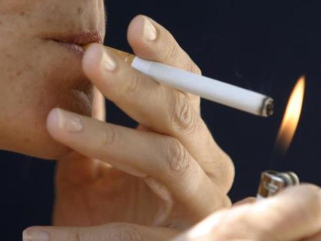 Milano, da gennaio in città scatta il divieto di fumo all'aperto | Sarà consentito solo nei luoghi isolati