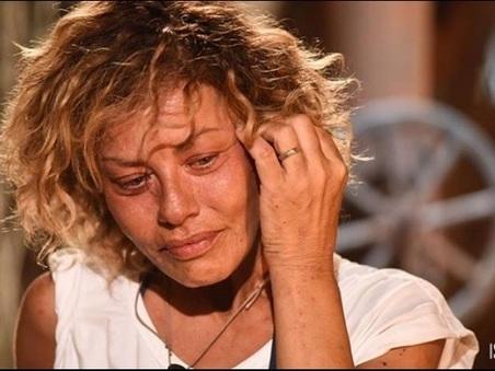 """""""Mi ha abbracciata per l?ultima volta, e poi è partita"""". Lutto per Eva Grimaldi, su Facebook il messaggio commovente per la mamma -Guarda"""