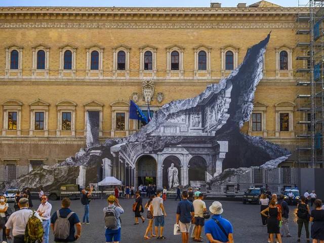 """Anche Palazzo Farnese è stato """"squarciato"""". E Ora è spettacolare"""