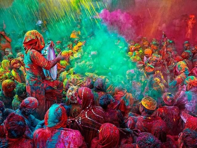 Go Asia in India per la Festa dei colori