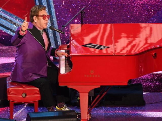 """""""Your Song"""" di Elton John compie 50 anni: è una delle ballate d'amore più ascoltate di sempre"""