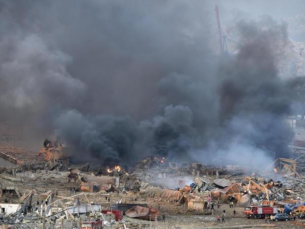 Beirut devastata da due esplosioni Almeno 78 morti e 4 mila feriti Brucia deposito di sostanze tossiche