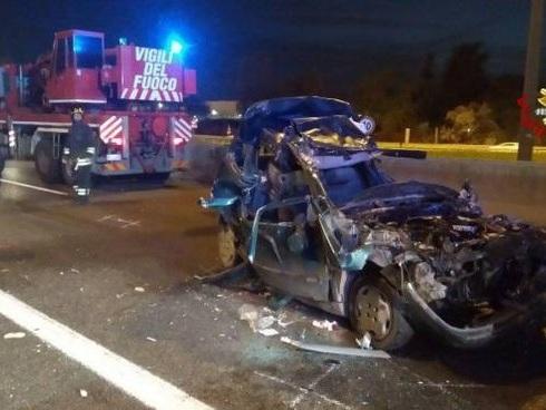 Schianto in serata, tragedia in autostrada