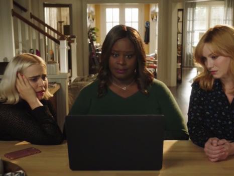Good Girls 3 accoglie Jackie Cruz e Charlyne Yi, nuove alleate in arrivo per Beth, Ruby e Annie?