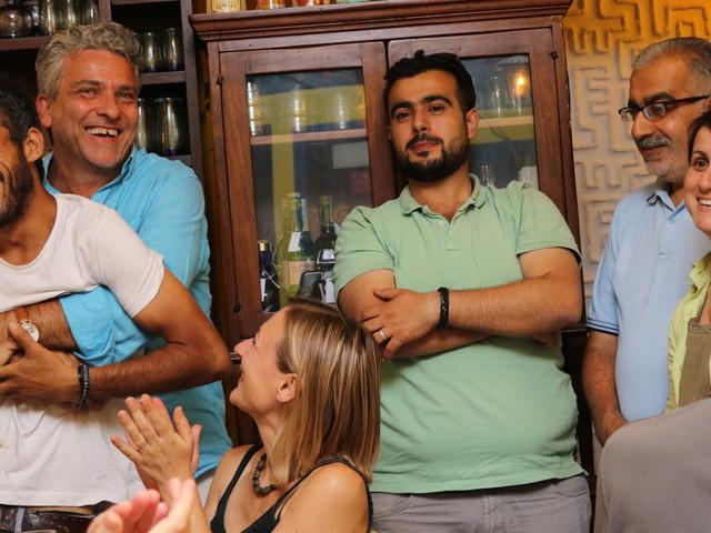 Questo piccolo ristorante romano ha aperto la sua cucina a chef migranti e rifugiati. Ogni cena, una storia