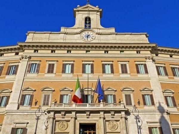 Partecipazione del'Italia all'UE: il Parlamento approva relazione e Programma della Commissione