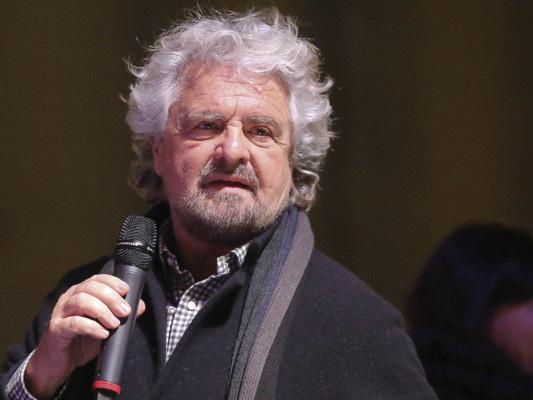 Cosa ha voluto dire Beppe Grillo parlando di Comma 22 e sindrome di Procuste