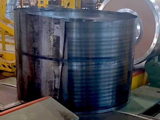 Ex Ilva, a Genova cade un altro rotolo d'acciaio