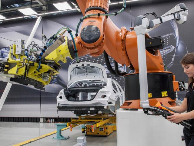 Eurozona, a dicembre produzione industriale sale oltre le attese