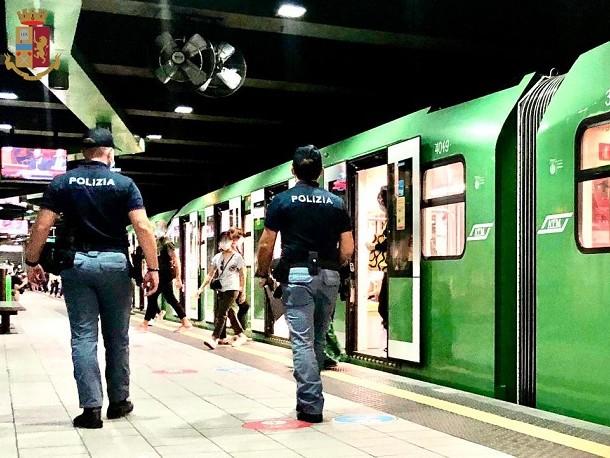 Milano, risse e vandalismi sulla linea Verde della metropolitana: operazione speciale della Polmetro