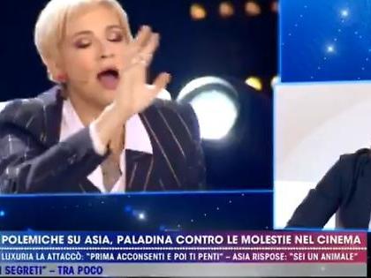 """Asia Argento, crisi di nervi a Live-Non è la D'Urso contro Cruciani: """"Ma se quello mi apre le gambe?"""""""