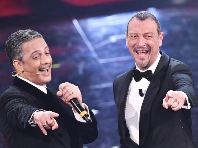 """Sanremo, Fiorello ne ha pure per i politici: """"Pagati per occupare la poltrona"""""""